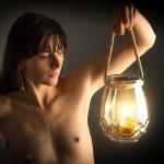 akt - lampa ze świecą