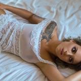 sensualnie na łóżku