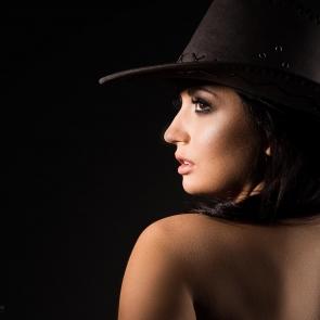 portret oświetlenie boczne profil