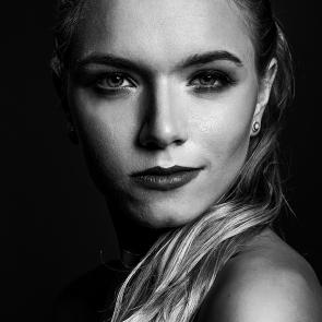 portret czarno biały