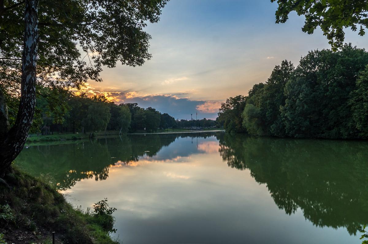 Słońce zachodzi nad parkiem - Świerklaniec