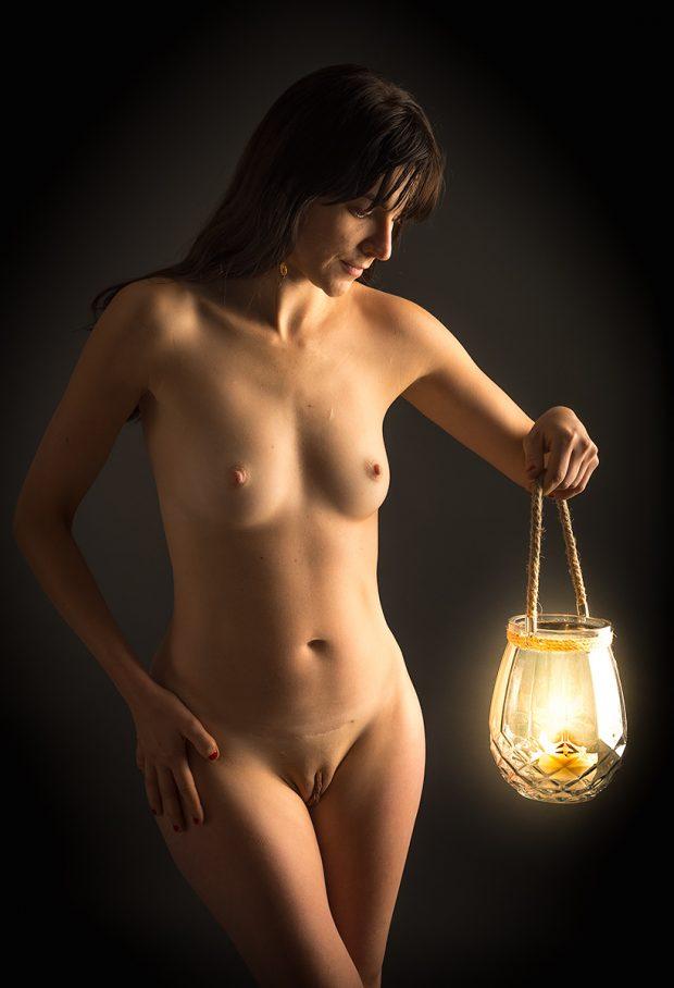 akt z lampą