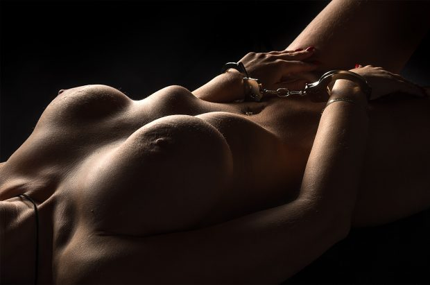 Akt z kajdankami - BDSM